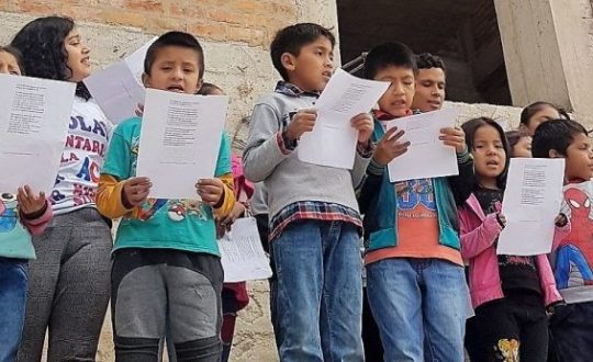 Children singing in Chiclayo